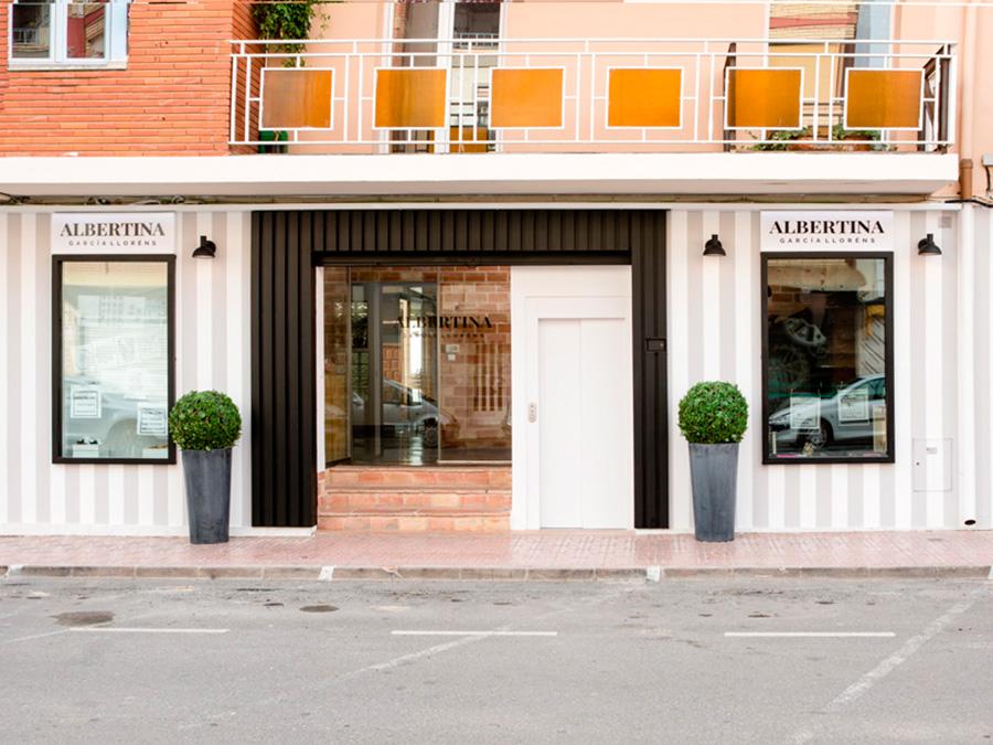 """Reforma de fachada """"ALBERTINA GARCÍA LLORÉNS"""" centro de belleza y formación"""